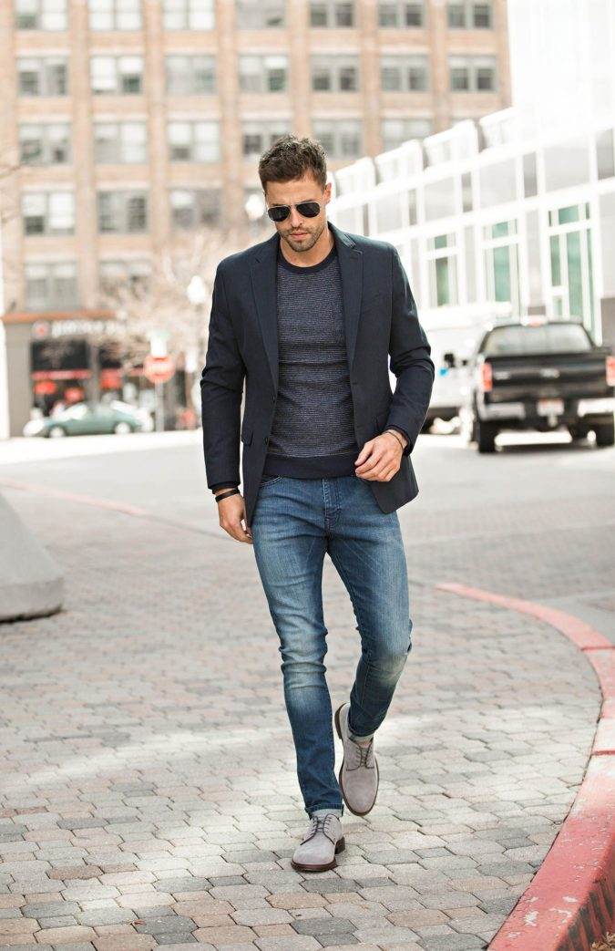 Blazer-and-T-shirt.-675x1043 120+ Fashion Trends and Looks for College Students in 2021