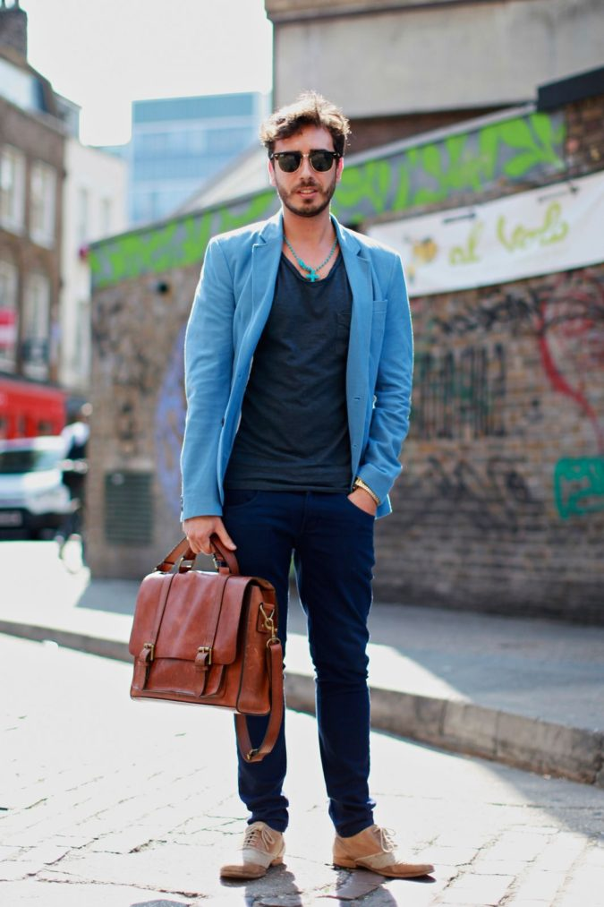 Blazer-and-T-shirt..-1-675x1013 120+ Fashion Trends and Looks for College Students in 2021