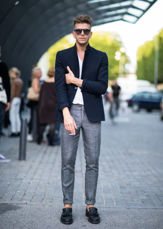 Blazer-and-T-shirt..-3-675x951 120+ Fashion Trends and Looks for College Students in 2021
