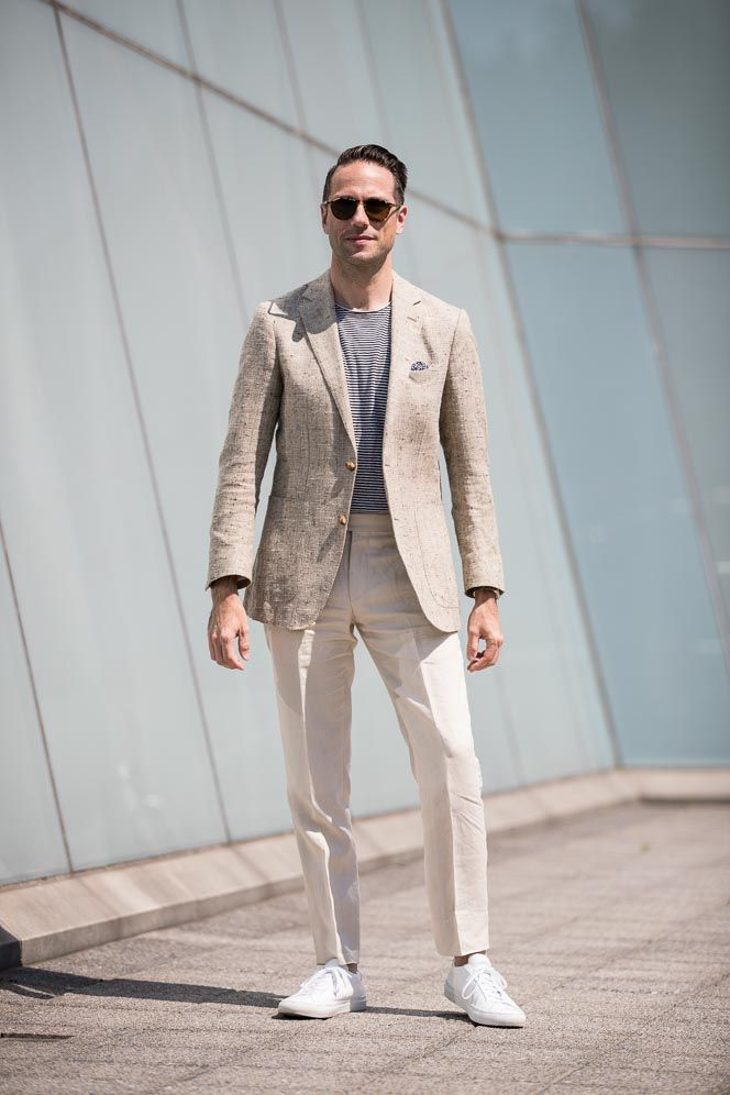 Blazer-and-T-shirt..-4 120+ Fashion Trends and Looks for College Students in 2021