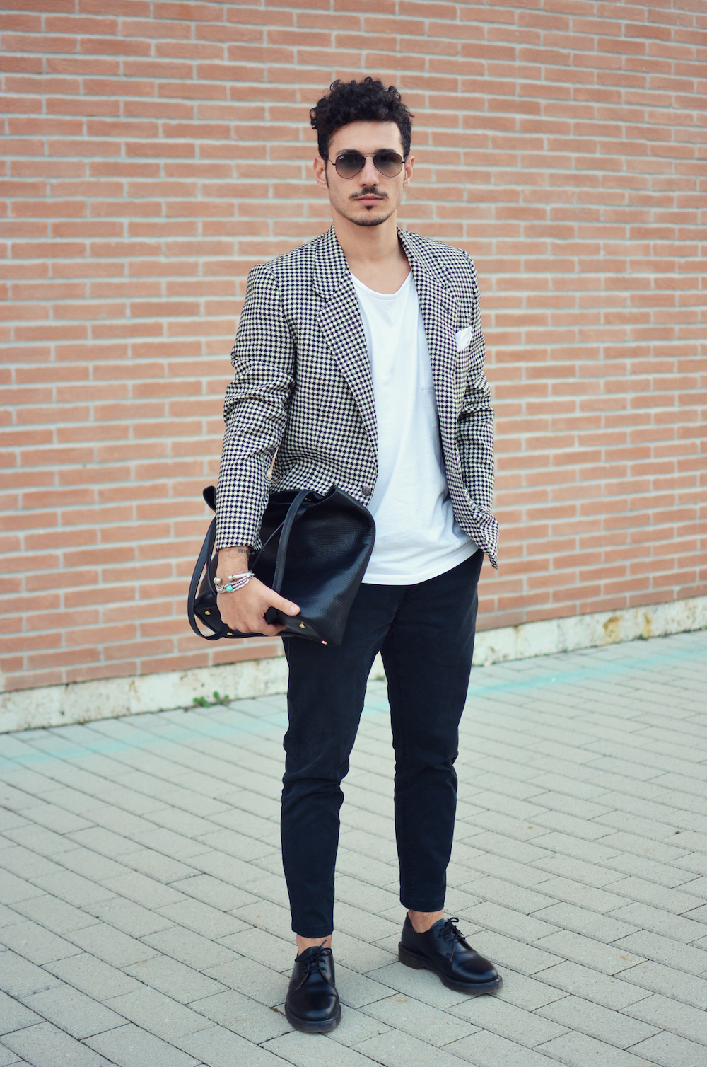 Blazer-and-T-shirt..-6 120+ Fashion Trends and Looks for College Students in 2021