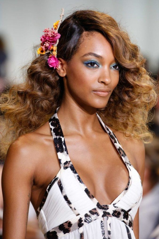 Caramel-Ombre-1-675x1012 +35 Hottest Hair Color Trends for Dark-Skinned Women