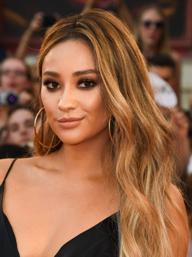 Caramel-Ombre..-1-675x903 +35 Hottest Hair Color Trends for Dark-Skinned Women