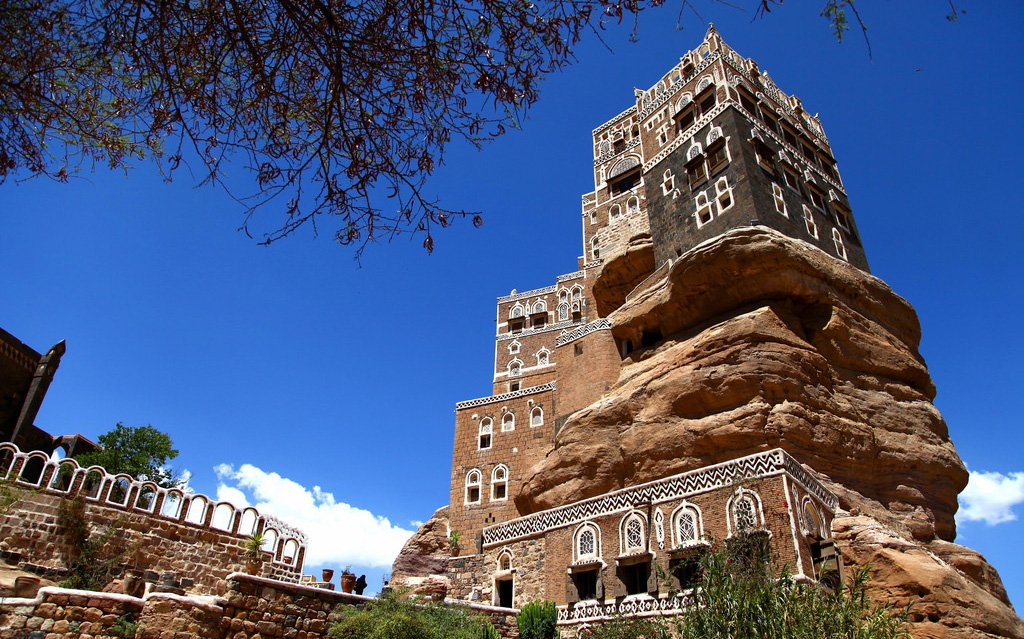 Dar-al-hajar.-1 Top 25 Strangest Houses around the World