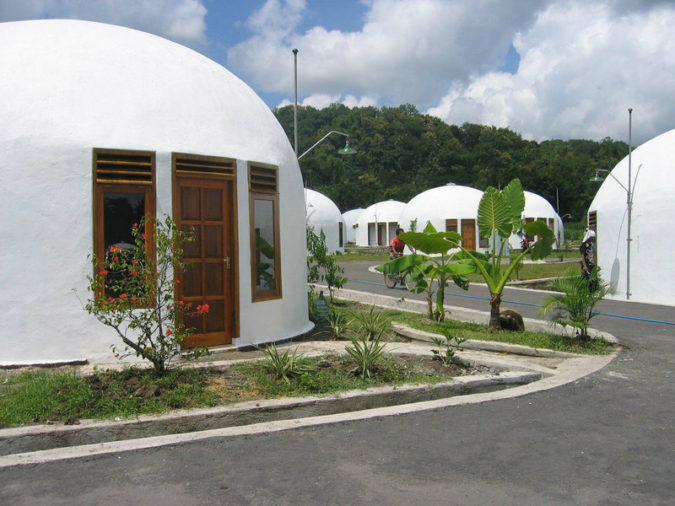 Dome-house.-1-675x506 Top 25 Strangest Houses around the World