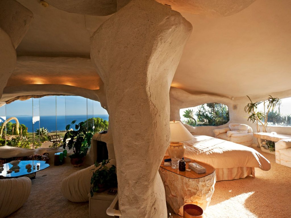 Flintstone-Cave-house-1-1024x768 Top 25 Strangest Houses around the World