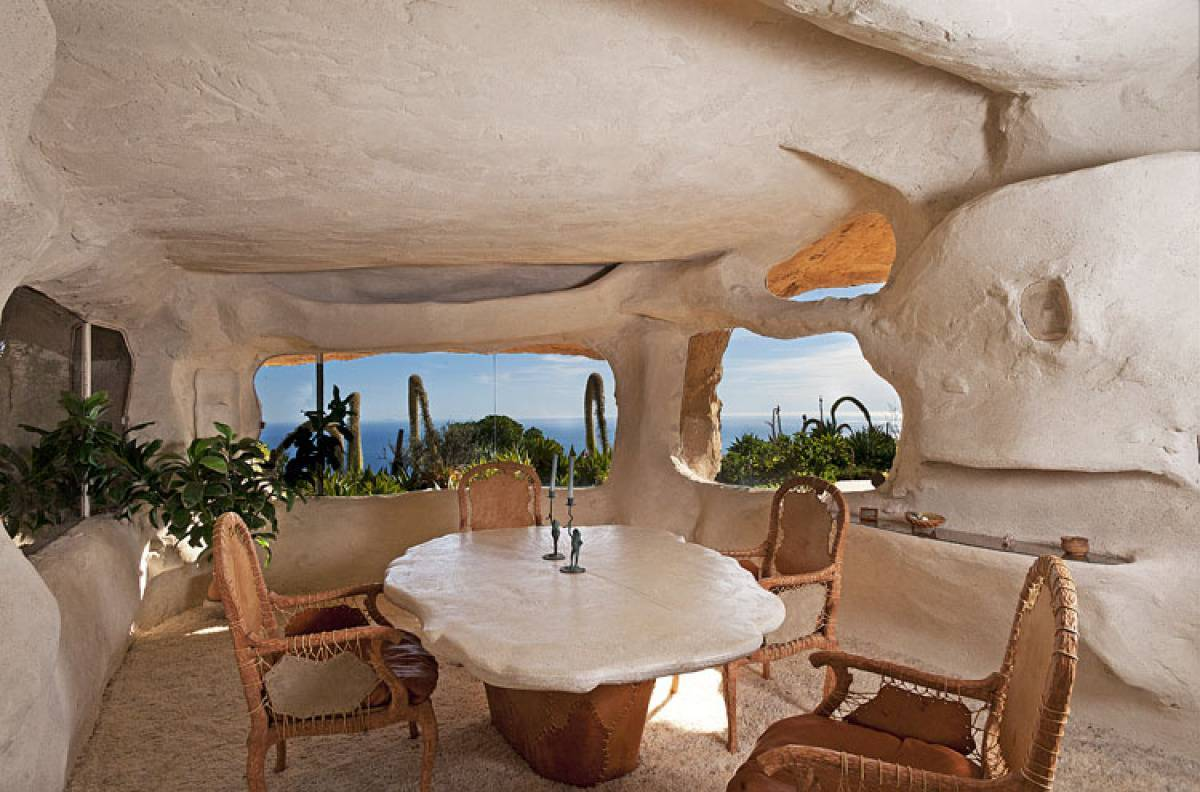 Flintstone-Cave-house.-1 Top 25 Strangest Houses around the World