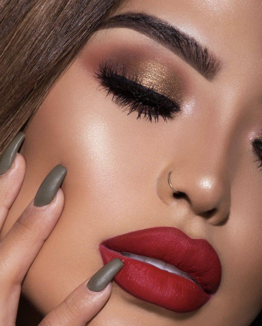 Golden-Smokey-Eye-make-up.-2-1024x1275 60+ Hottest Smokey Eye Makeup Looks in 2020