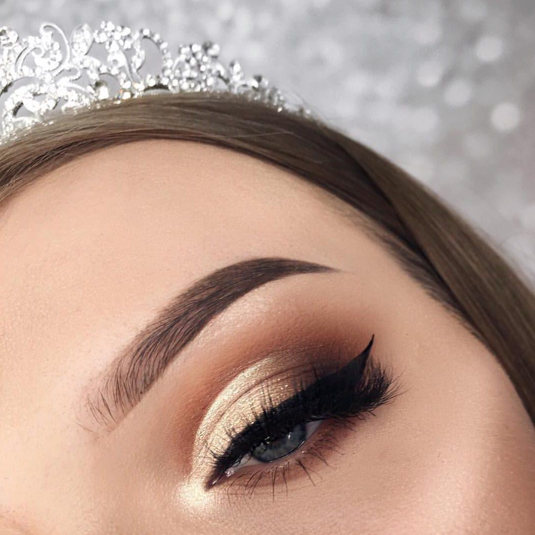 Golden-Smokey-Eye-make-up..-4-e1600169524832 60+ Hottest Smokey Eye Makeup Looks in 2021