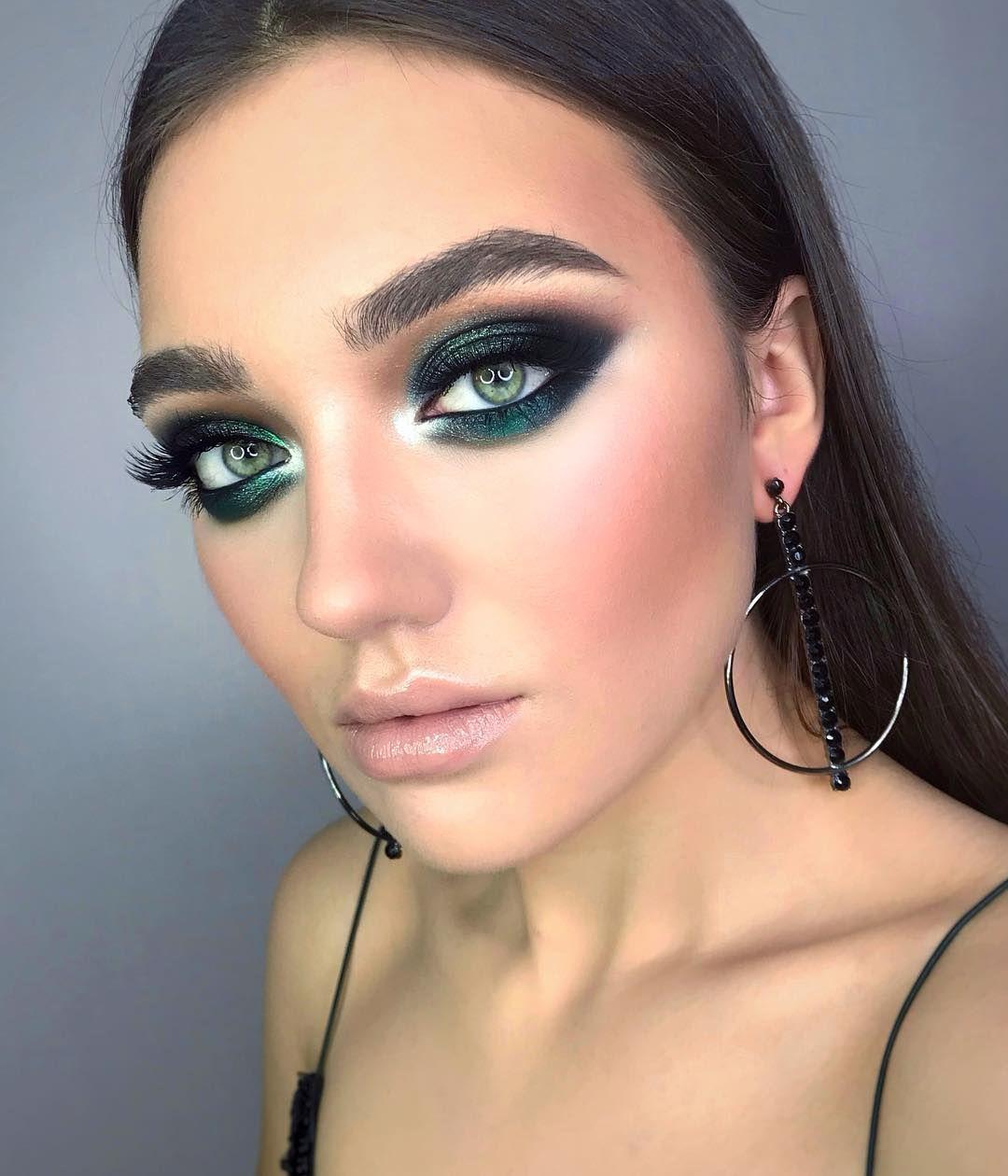 Green-black-smokey-eyes-1 60+ Hottest Smokey Eye Makeup Looks in 2020