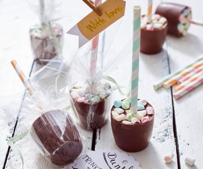 Hot-chocolate-mug-chocolate-sticks.-675x562 20 Unexpected and Creative Gift Ideas for Best Friends