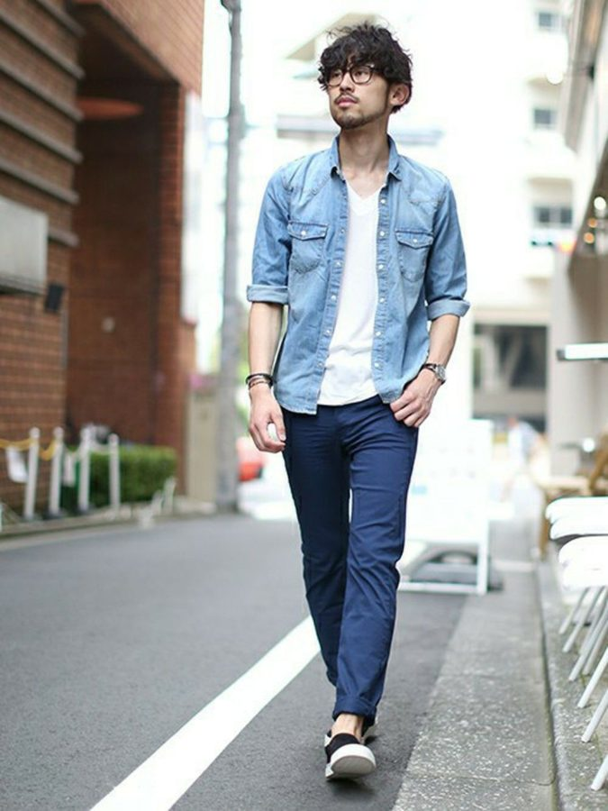 Jean-top-T-shirt-and-trousers-2-675x900 120+ Fashion Trends and Looks for College Students in 2021