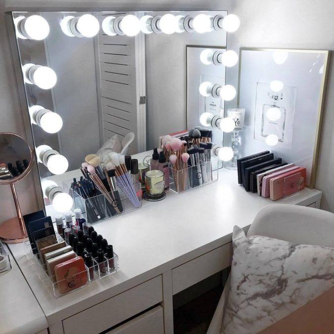 Lighted-mirror.-675x675 Hottest 50+ Stylish Makeup Vanity Ideas