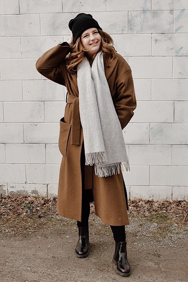 Long-jacket-boots-and-jeans. 120+ Fashion Trends and Looks for College Students in 2021