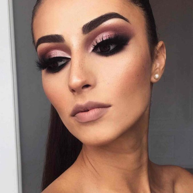 Mauve-Blend-With-Dramatic-Flick-1-675x675 60+ Hottest Smokey Eye Makeup Looks in 2021