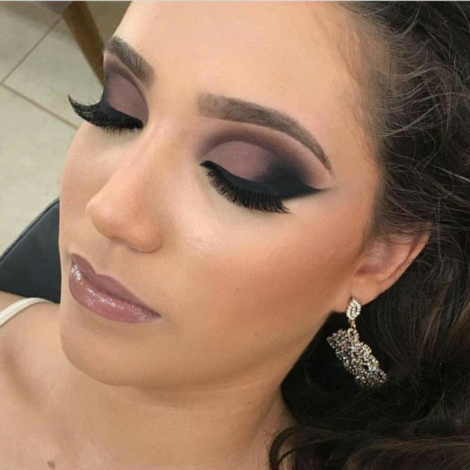Mauve-Blend-With-Dramatic-Flick-2-675x675 60+ Hottest Smokey Eye Makeup Looks in 2020