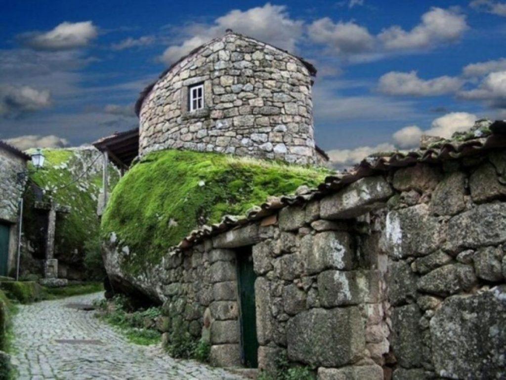 Monsanto-House.-2-1024x769 Top 25 Strangest Houses around the World