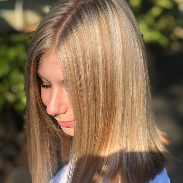 Pearl-Blonde-Highlights.-7 Top 10 Hair Color Trends for Blonde Women in 2021