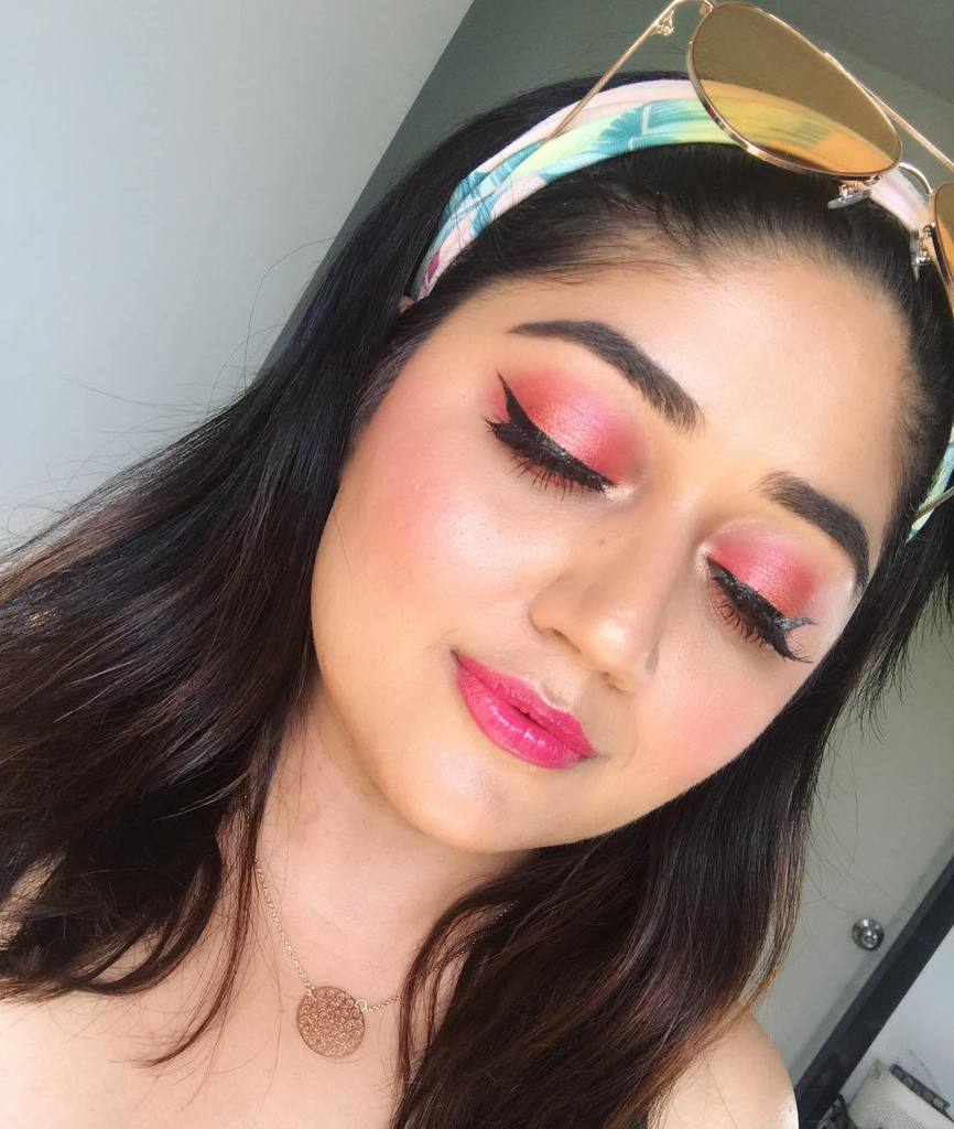 Pink-summertime-eye-makeup.-1 60+ Hottest Smokey Eye Makeup Looks in 2020