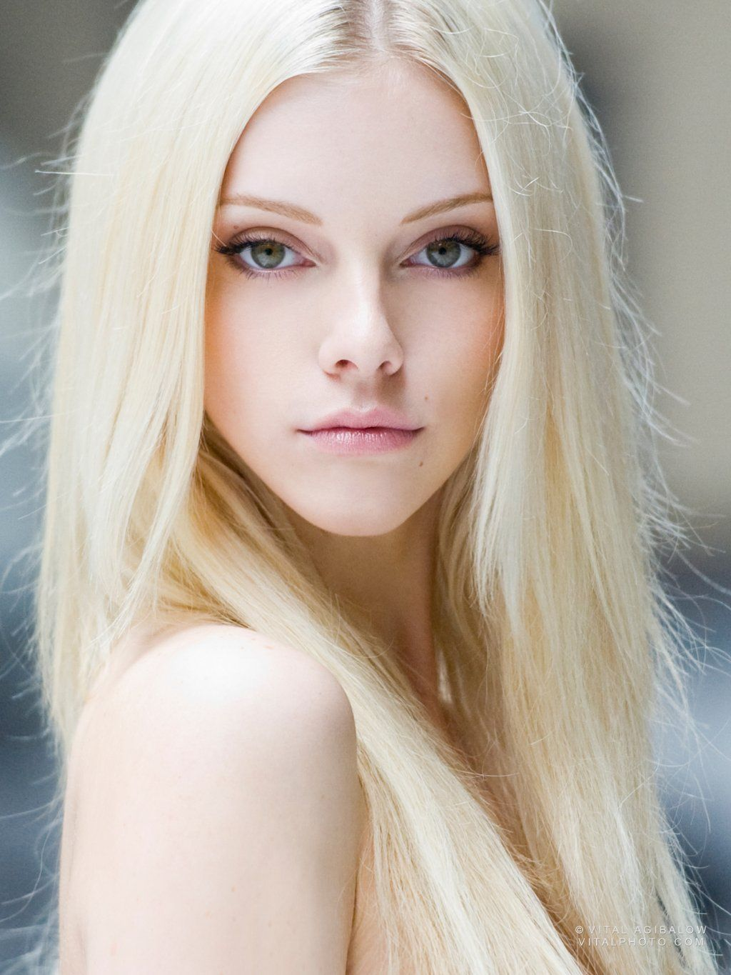 Platinum-Blonde.-1 Top 10 Hair Color Trends for Blonde Women in 2021