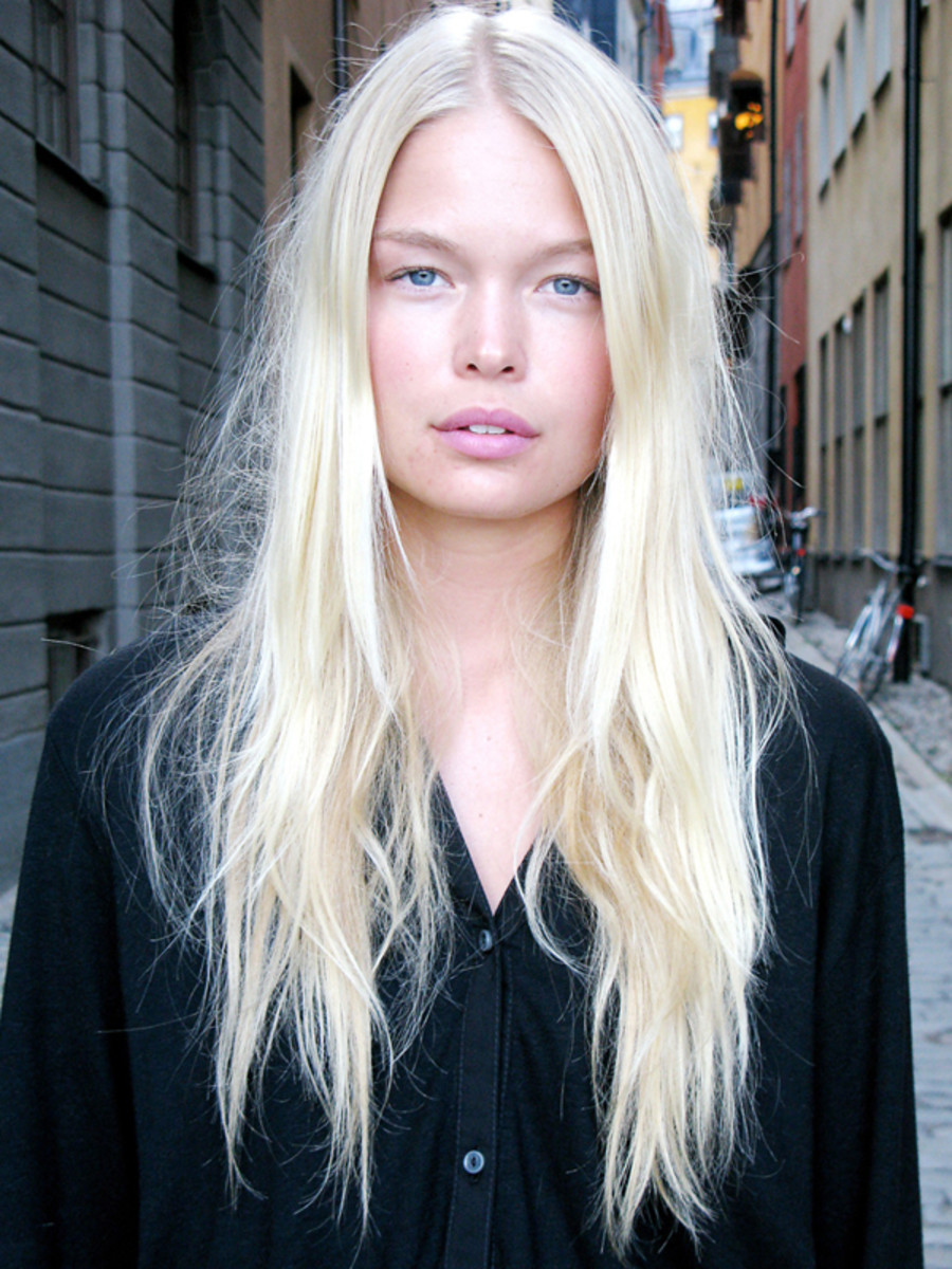 Platinum-Blonde..-1 Top 10 Hair Color Trends for Blonde Women in 2021