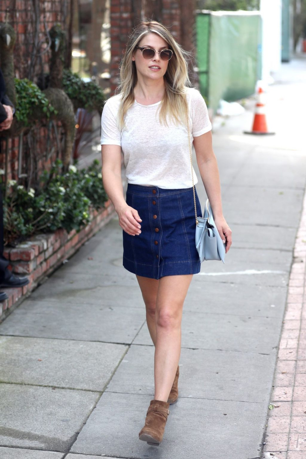 Skirt-and-T-shirt-1024x1536 120+ Fashion Trends and Looks for College Students in 2021