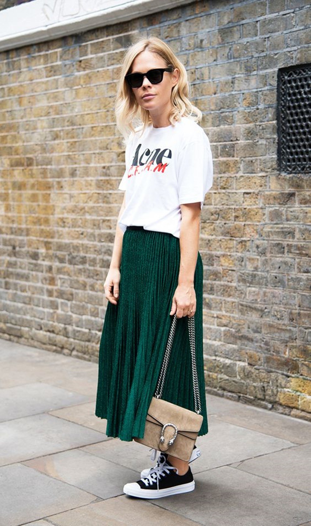 Skirt-and-T-shirt.-1 120+ Fashion Trends and Looks for College Students in 2020/2021
