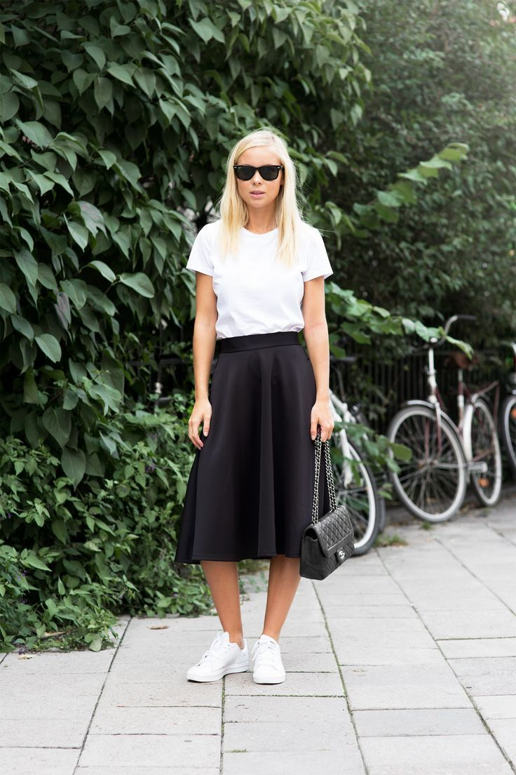 Skirt-and-T-shirt.. 120+ Fashion Trends and Looks for College Students in 2021