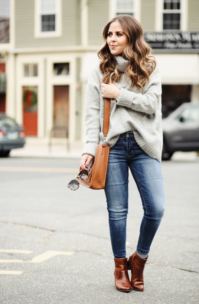 Sweater-and-jeans.-1-675x1033 120+ Fashion Trends and Looks for College Students in 2020/2021