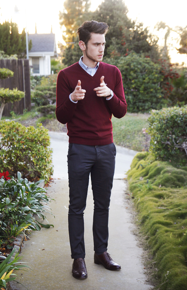 Sweater-and-long-sleeve-button-down.-1 120+ Fashion Trends and Looks for College Students in 2020/2021