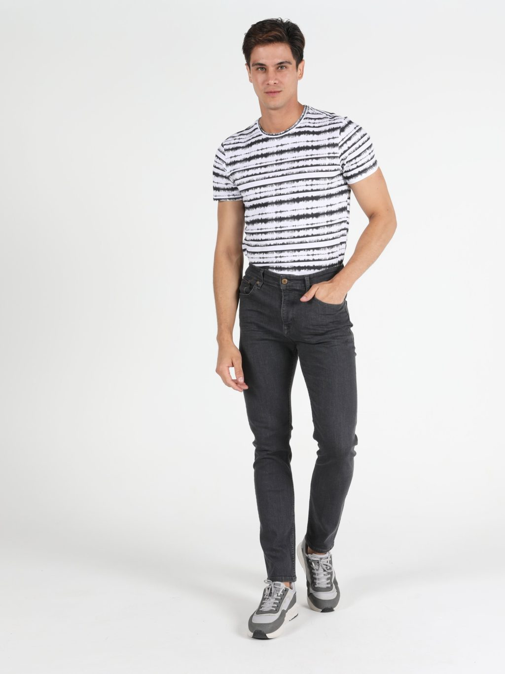 T-shirt-and-jean-trousers-1024x1365 120+ Fashion Trends and Looks for College Students in 2020/2021