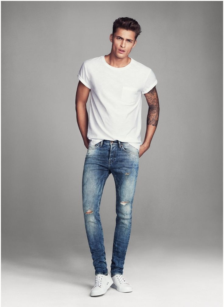 T-shirt-and-jean-trousers-3 120+ Fashion Trends and Looks for College Students in 2020/2021