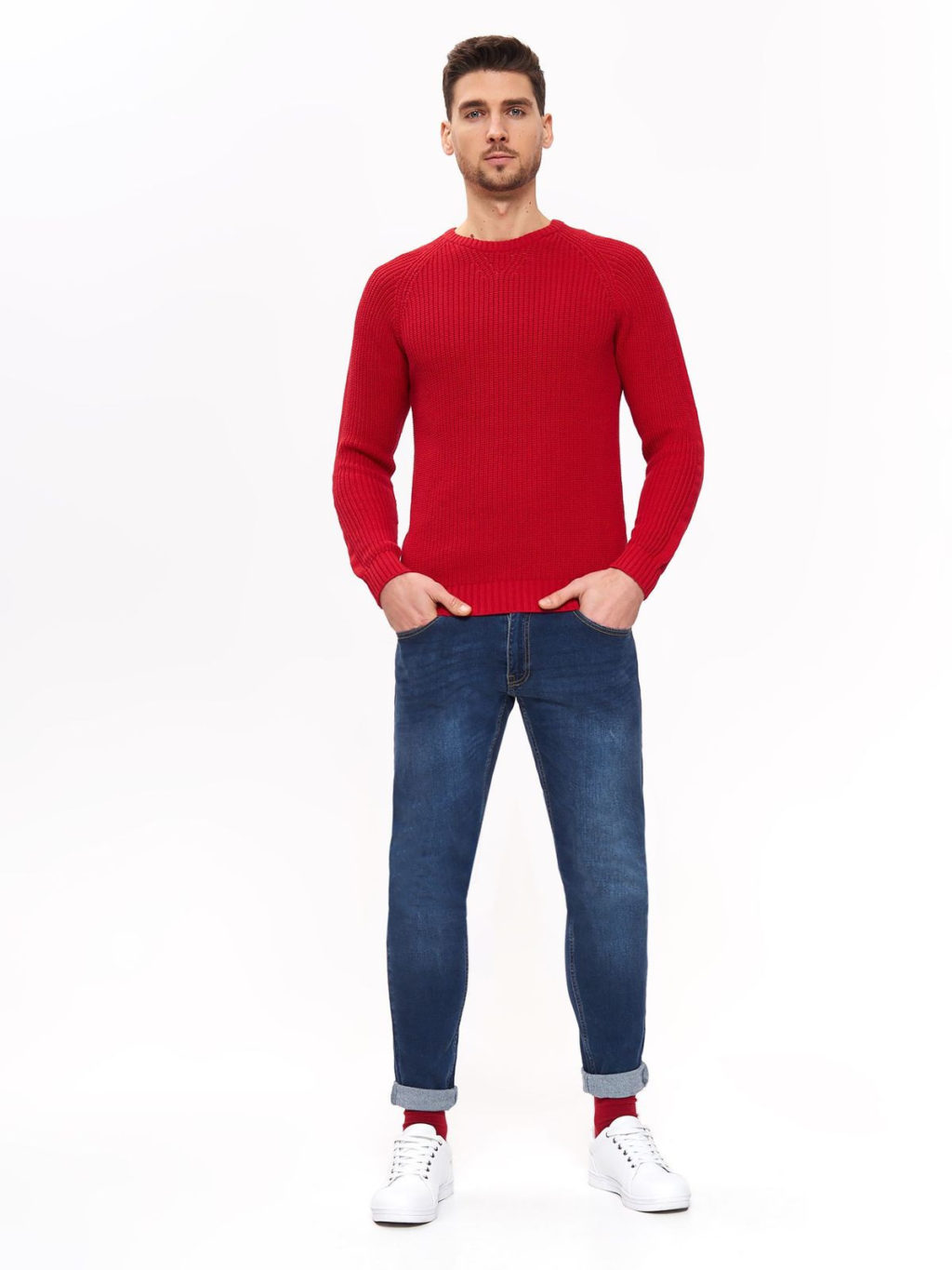 T-shirt-and-jean-trousers.-3-1024x1365 120+ Fashion Trends and Looks for College Students in 2021
