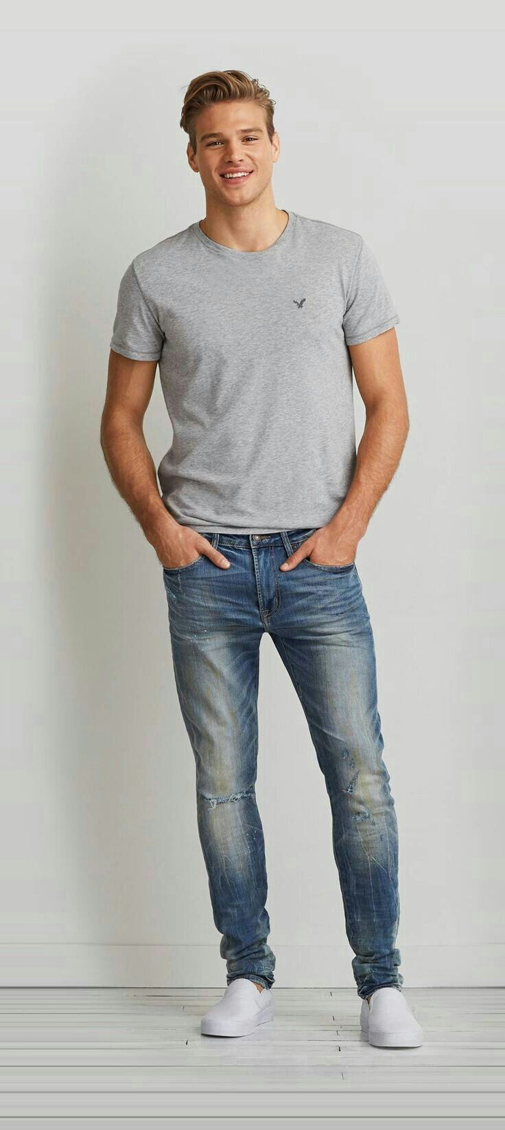 T-shirt-and-jean-trousers. 120+ Fashion Trends and Looks for College Students in 2020/2021