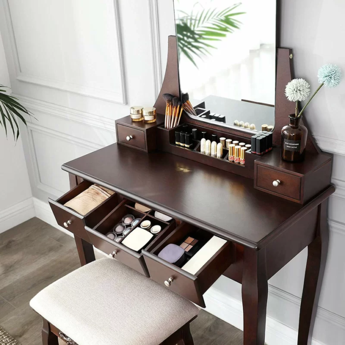 Table-with-multiple-storage-space.-1-675x675 Hottest 50+ Stylish Makeup Vanity Ideas