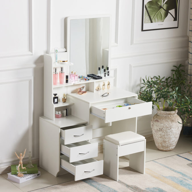 Table-with-multiple-storage-space.-2-675x675 Hottest 50+ Stylish Makeup Vanity Ideas