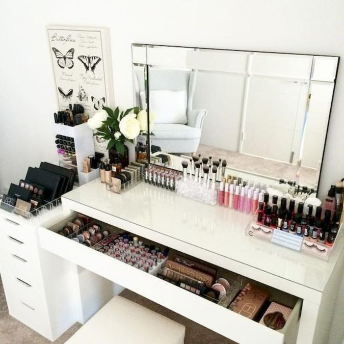Table-with-multiple-storage-space.-3-675x675 Hottest 50+ Stylish Makeup Vanity Ideas