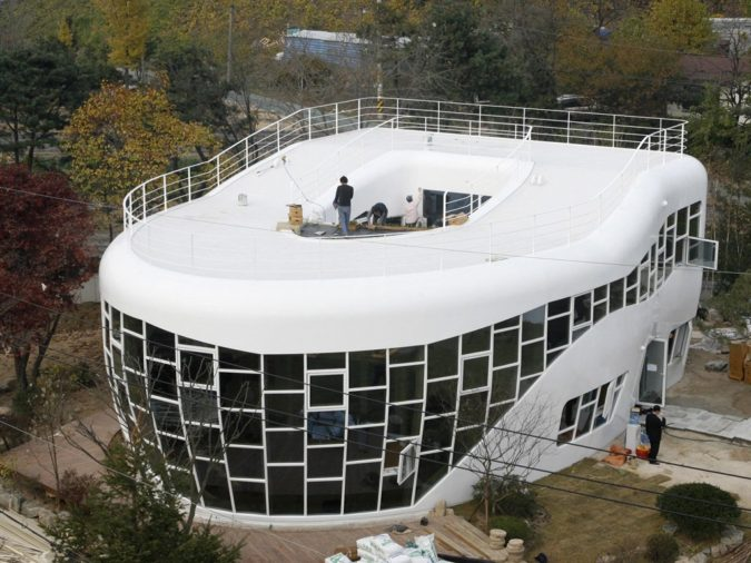 Toilet-shaped-house.-1-675x506 Top 25 Strangest Houses around the World