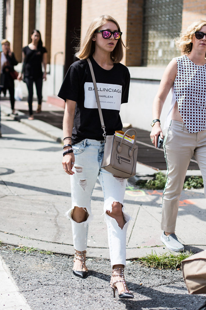Torn-jean-and-T-shirt-1-675x1013 120+ Fashion Trends and Looks for College Students in 2020/2021