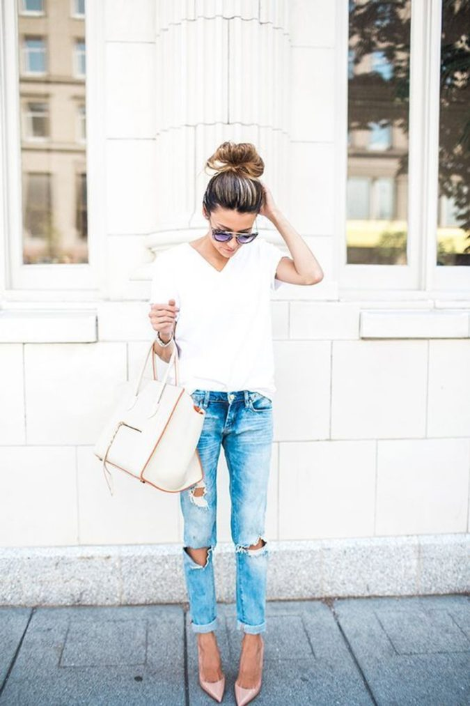 Torn-jean-and-T-shirt-2-675x1013 120+ Fashion Trends and Looks for College Students in 2020/2021