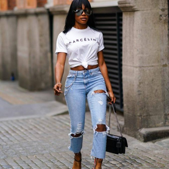 Torn-jean-and-T-shirt.-1-675x675 120+ Fashion Trends and Looks for College Students in 2020/2021