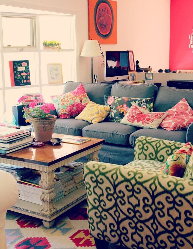 Vibrant-trim.-1 70+ Hottest Colorful Living Room Decorating Ideas in 2021