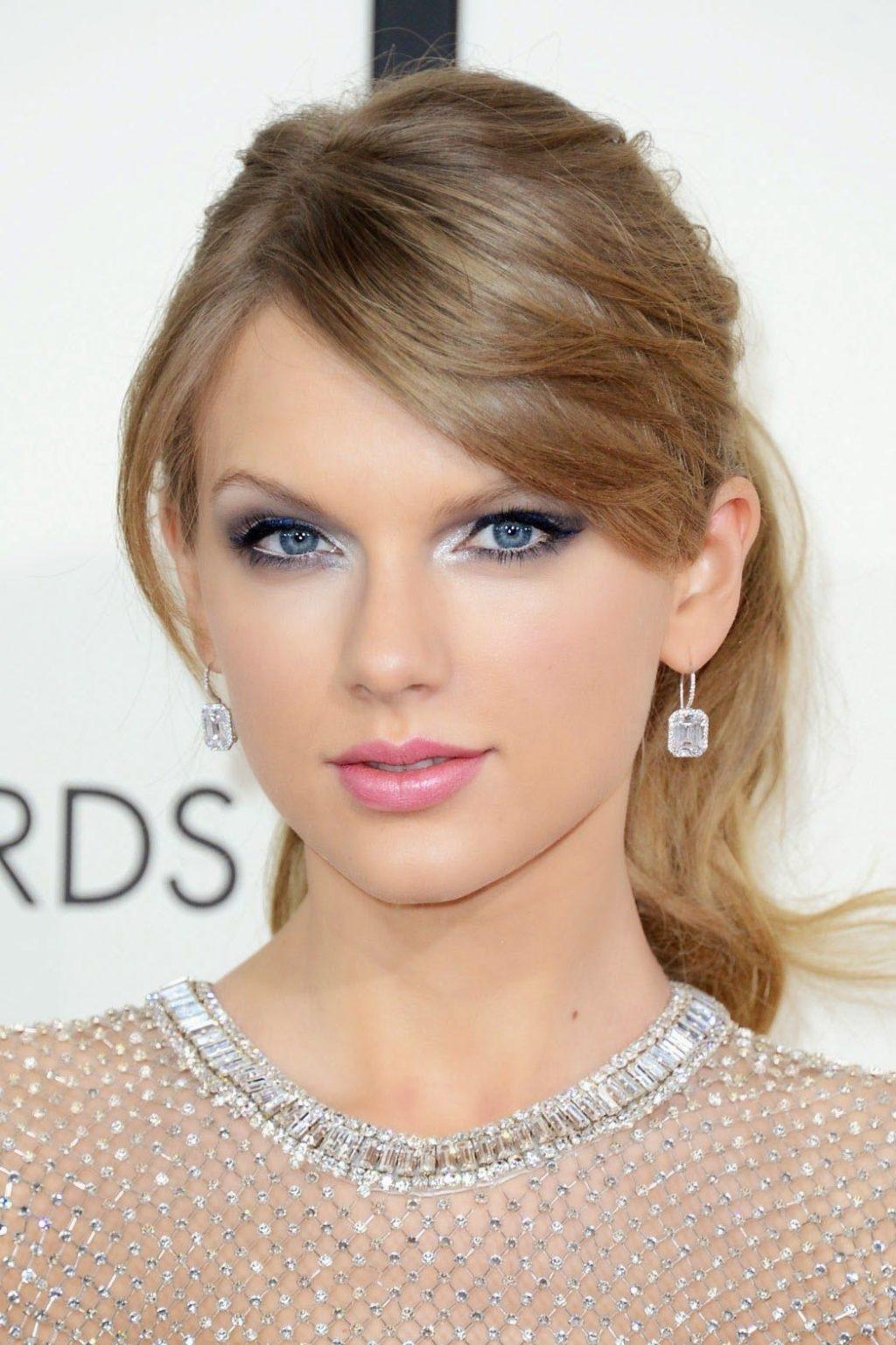 bluish-grey-smokey-eye-2-1024x1537 60+ Hottest Smokey Eye Makeup Looks in 2021