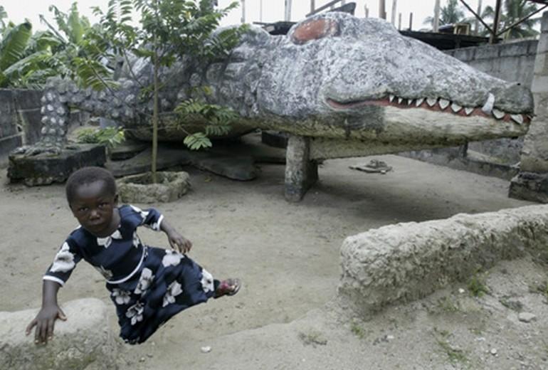 crocodile-house-1 Top 25 Strangest Houses around the World