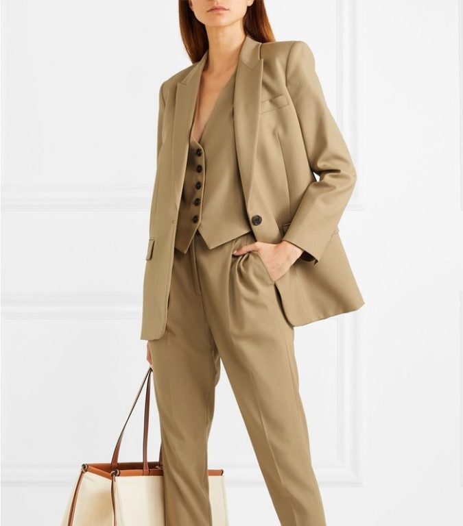 lose-fitting-suit-675x768 What Women Should Wear for a Business Meeting [60+ Outfit Ideas]