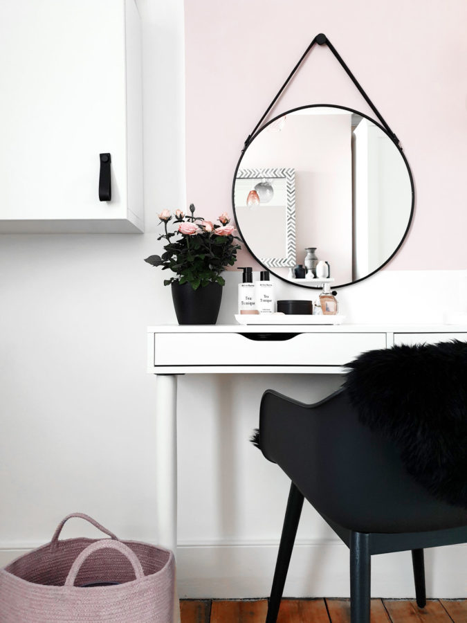 round-regular-mirror.-1-675x900 Hottest 50+ Stylish Makeup Vanity Ideas