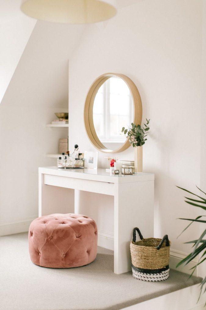 round-regular-mirror.-2-675x1013 Hottest 50+ Stylish Makeup Vanity Ideas
