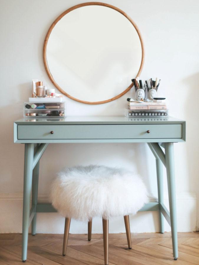 round-regular-mirror.-675x900 Hottest 50+ Stylish Makeup Vanity Ideas