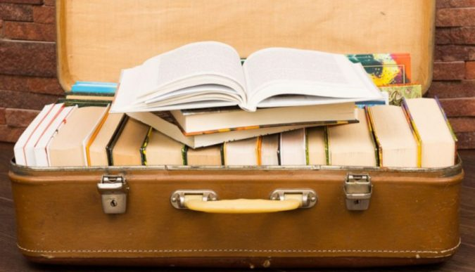 traveling-with-books-675x387 5 Things You Should Absolutely Do While Traveling