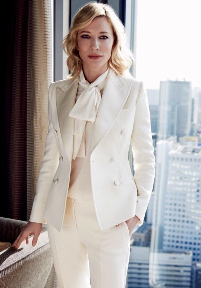 women-classic-suit-2 What Women Should Wear for a Business Meeting [60+ Outfit Ideas]